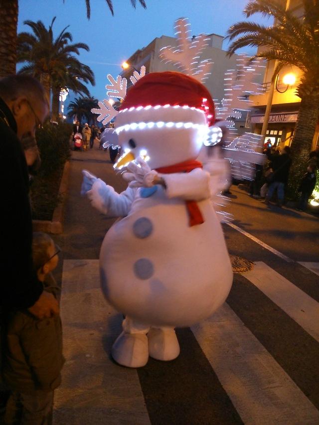 Christmas Parade by AnElephantCant